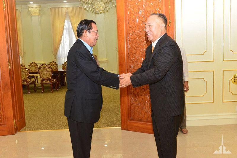 洪森首相第五次在金边接见董勒成董事长