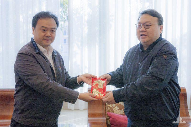 瑞丽市委、市政府新春慰问景成集团