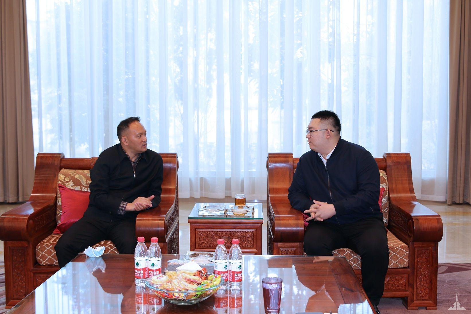 瑞丽市市长尚腊边慰问景成集团